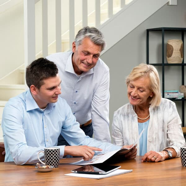 Lifta consultant with customers